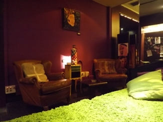 Lounge area with couch at Green Age