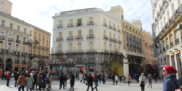 Downtown Madrid - 2 openings to the right of palace