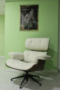 Leather chair at Los Secretos de Maria coffeeshop Madrid
