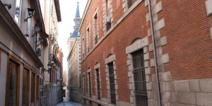 Skinny old streets in Madrid