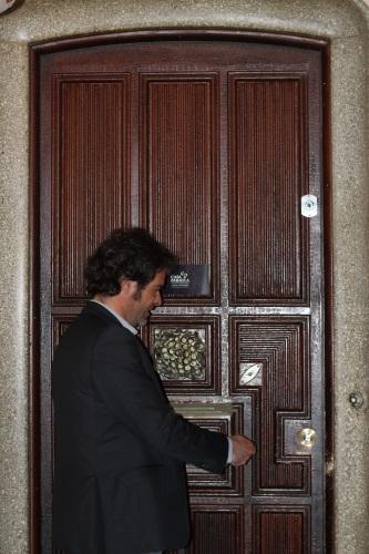 Oriol opening the door to Casa Paralua