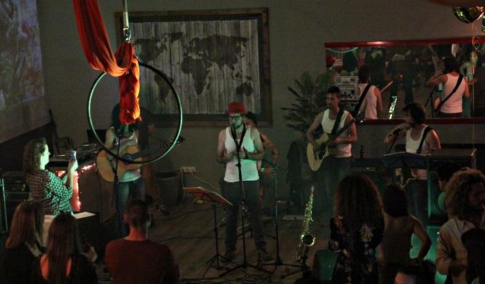 Live music at Chamaneria social club BCN