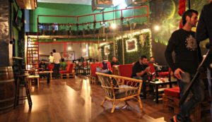 Main room with upstairs at Chamaneria weed club BCN